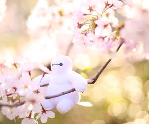 cherry blossoms, sakura, and ベイマックス image