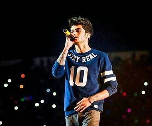 zayn malik, one direction, and wwat image