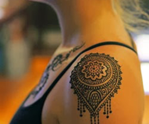 tattoo, henna, and shoulder image