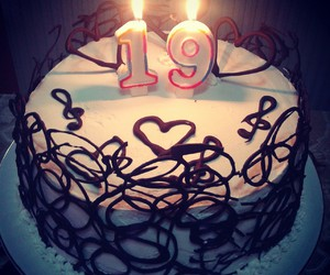 19 Birthday And Cake Image