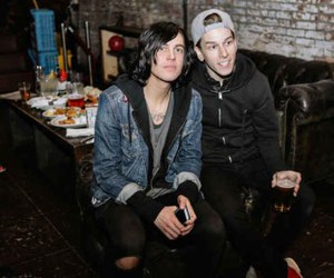 kellin quinn, sleeping with sirens, and justin hills image