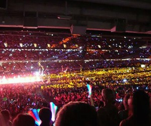 chicago, wwa, and concert image