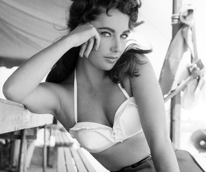 Elizabeth Taylor, vintage, and black and white image