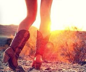 atardecer, Cowgirl, and botas image
