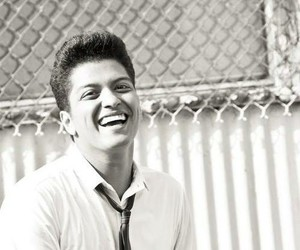 bruno mars, smile, and hooligans image