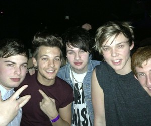louis tomlinson, 5sos, and one direction image