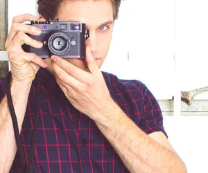 keegan allen and pretty little liars image