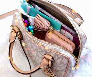 what's in my bag and organizacion image