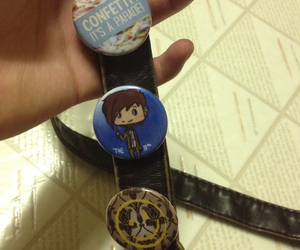 buttons, doctor who, and pins image