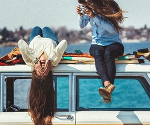 girl, friends, and بُنَاتّ image