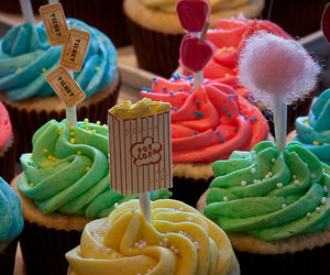 carnival, little cake, and cupcake colors image