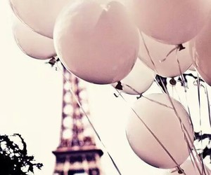 balloon and paris image