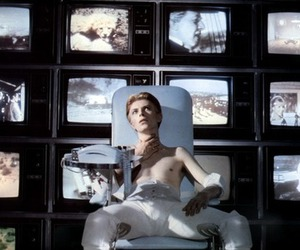 1976, david bowie, and the man who fell to earth image