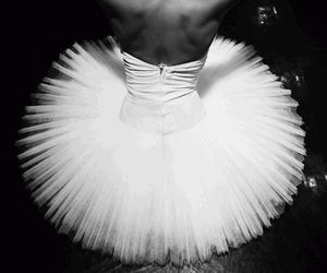ballerina, pointe, and pointe shoes image