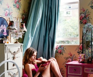 bedroom, Natalia Vodianova, and wall paper image