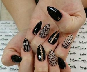 nails and botanic nails image