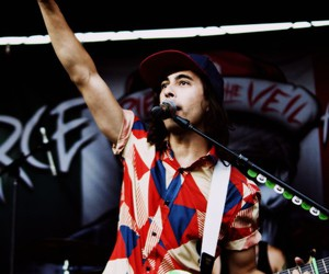 vic fuentes, pierce the veil, and vic image