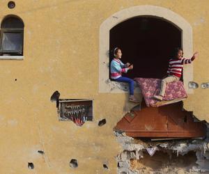 girls and war image