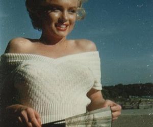 Marilyn Monroe, blonde, and fashion image