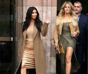 kim kardashian and khloe kardashian image