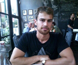 divergent, theo james, and movie image