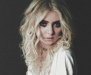 Taylor Momsen, music, and the pretty reckless image