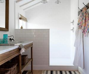 bathroom and baño image