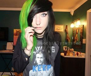 alt girl, dyed hair, and goth image