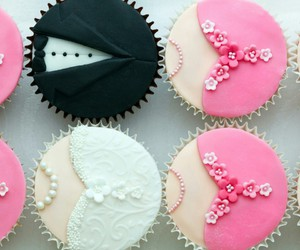 wedding and cupcake image