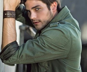 brant daugherty, boy, and pll image