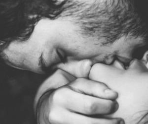 beijo, kiss, and preto e branco image