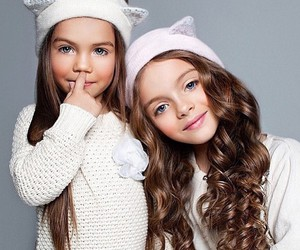 girl, sisters, and hair image