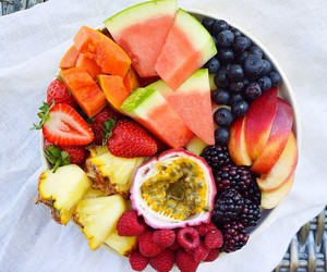 berries, fruit, and FRUiTS image