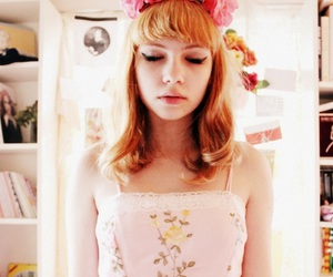 tavi gevinson and flowers image