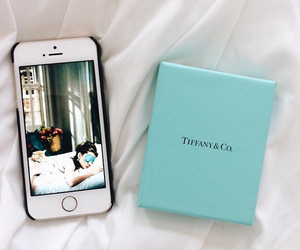 audrey hepburn, tiffany and co, and iphone 5s image