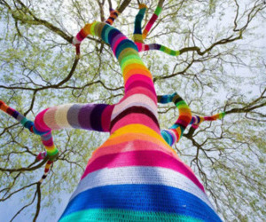colors, knit, and yarn bombing image