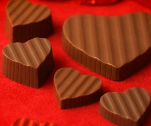 chocolate, hearts, and red background image