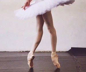 ballet, motion, and pointe image