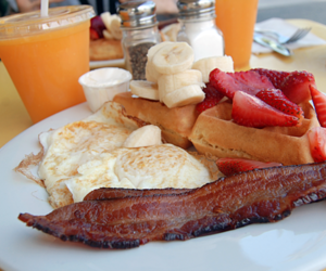 bacon, breakfast, and fruit image