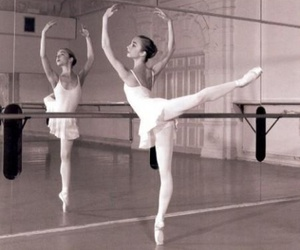 art, black and white, and pointes image