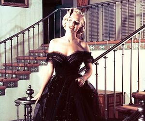Marilyn Monroe and dress image