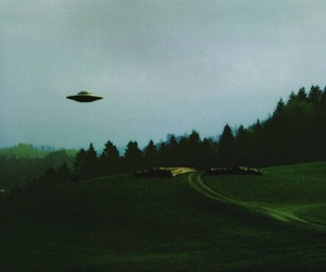 alien, ufo, and grunge image
