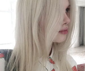 grunge, pale, and blonde image