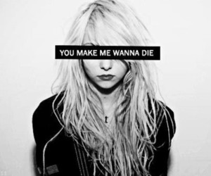 Taylor Momsen, die, and black and white image