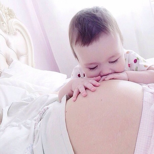 baby, pregnant, and kiss image
