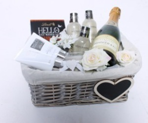 gift basket, hampers, and gifts online image
