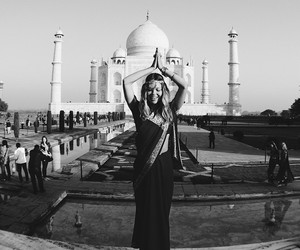 girl and taj mahal image