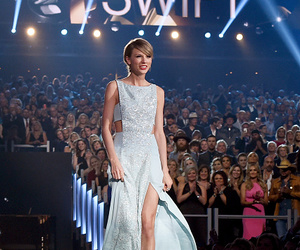 Taylor Swift, 1989, and awards image