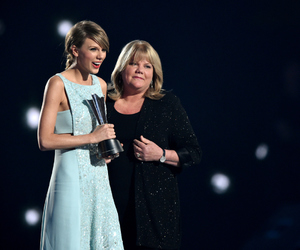 Taylor Swift and andrea swift image