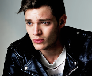 dominic sherwood, actor, and vampire academy image